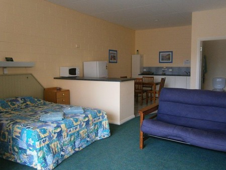 Penguin Holiday Apartments - Accommodation Fremantle