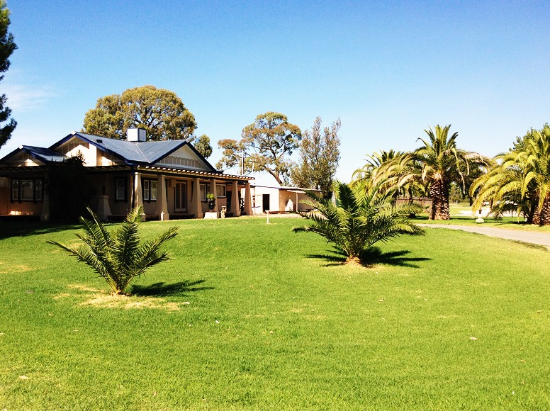 Curlwaa Caravan Park - Accommodation Fremantle