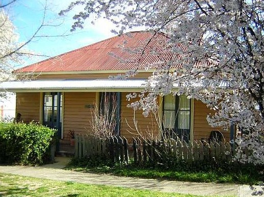 Cooma Cottage - Accommodation - Accommodation Fremantle