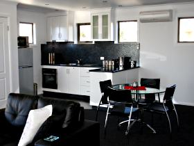 Rosie's Cottage and Town House - Accommodation Fremantle