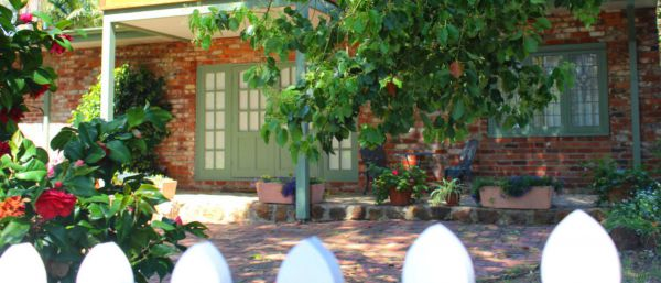 Kalamunda Carriages and Three Gums Cottage - Accommodation Fremantle
