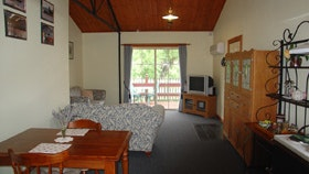 The Old Oak Bed and Breakfast - The Shearing Shed