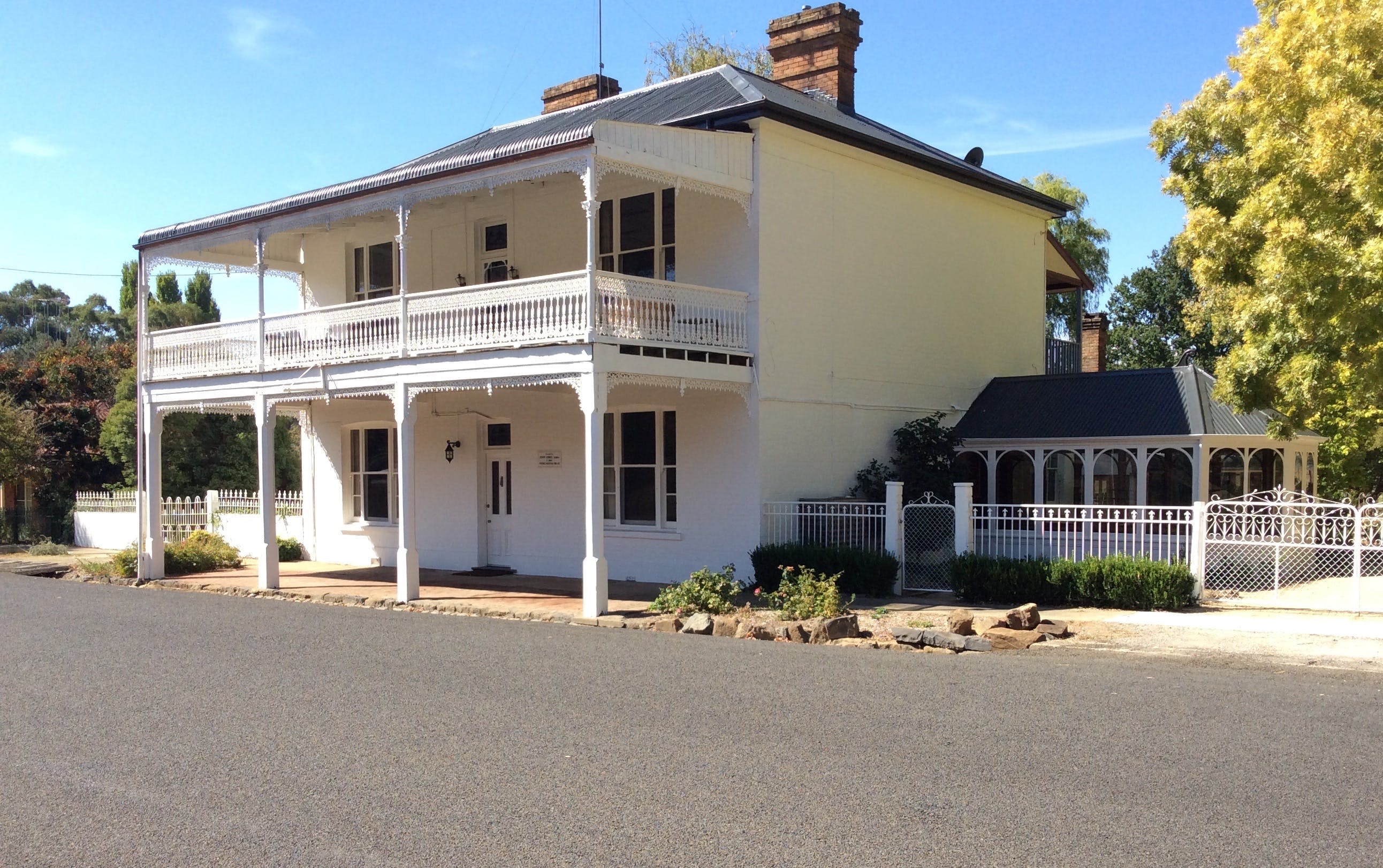 The White House Carcoar - Accommodation Fremantle