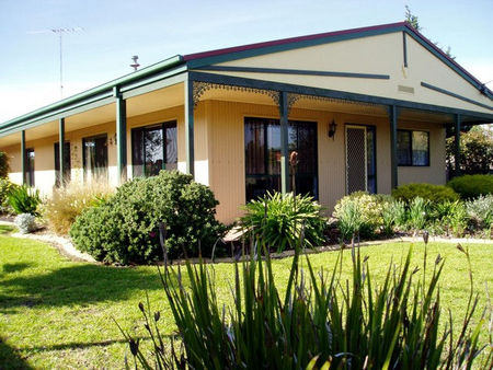 Bells By The Beach Holiday House - Accommodation Fremantle
