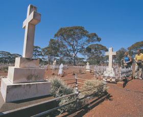 Coolgardie Cemetery - Accommodation Fremantle