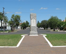 War Memorial and Heroes Avenue - Accommodation Fremantle