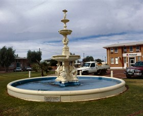 Cunnamulla War Memorial Fountain - Accommodation Fremantle