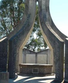 Inverell and District Bicentennial Memorial - Accommodation Fremantle