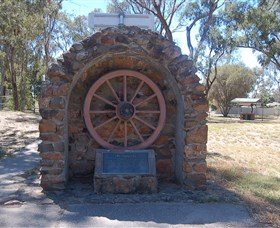 Jindera Pioneer Cairn - Accommodation Fremantle
