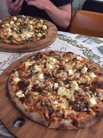 Earth Oven Wood Fired Pizza - Accommodation Fremantle