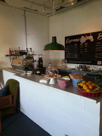 Tractor Espresso Bar - Accommodation Fremantle