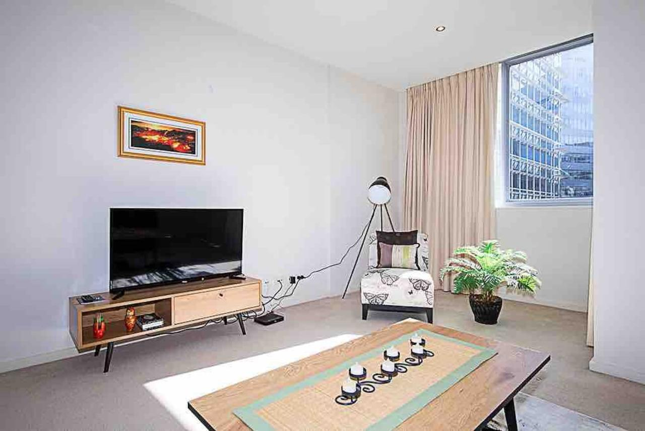 Spacious 1BR Stylish New Acton Apartment Parking - Accommodation Fremantle