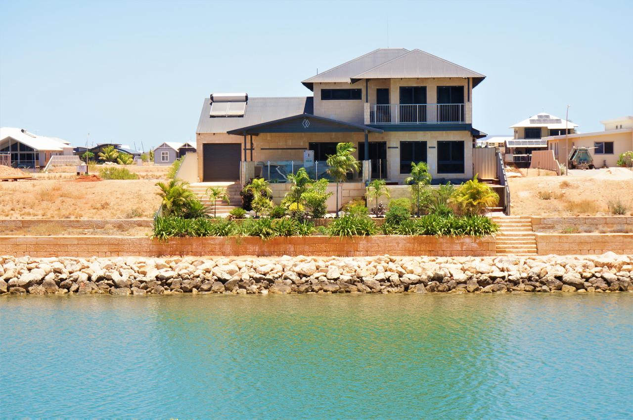 27 Corella Court - Exquisite Marina Home With a Pool and Wi-Fi - Accommodation Fremantle